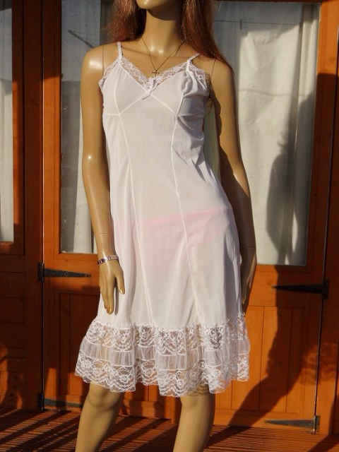 "GENUINE VINTAGE ""BONDOR"" WHITE SILKY NYLON FULL SLIP  SIZE:- FIT BUST 34""  #W235"